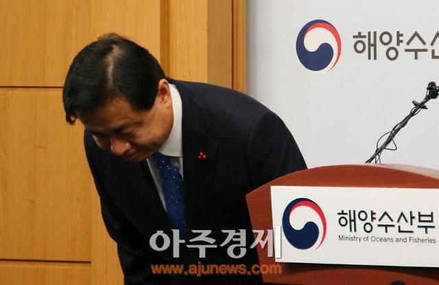 """세월호 유해 은폐…김 장관 """"사건 마무리 후 퇴진여부 결정"""""""