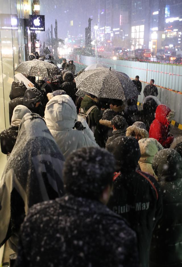 雪夜排队买iPhone X