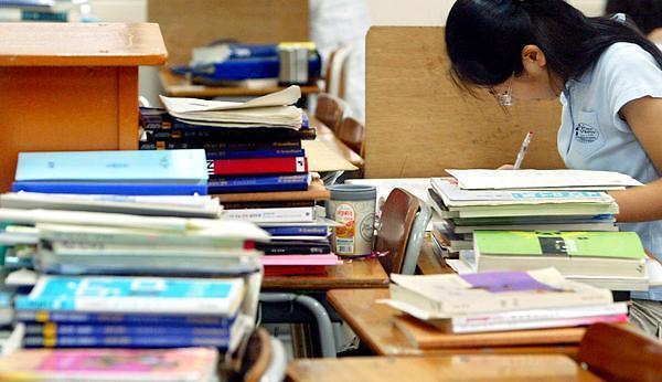 """做题速度最快锻炼时间最短 韩国学生都是不旷课的""""乖宝宝"""""""