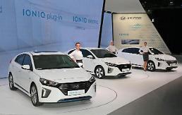 .现代暗示将与三星在电动汽车领域建立合作关系.