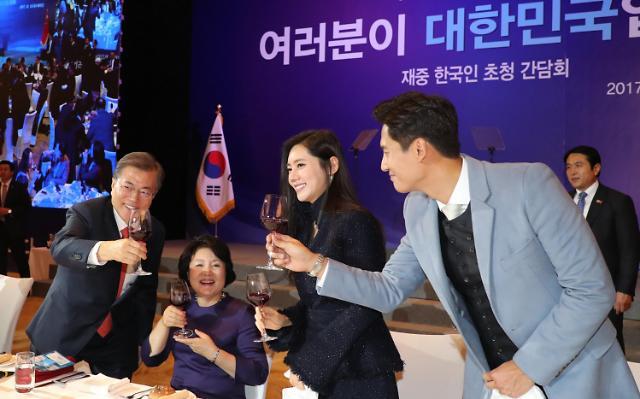 韩中明星夫妻秋瓷炫与于晓光受邀出席在华韩国人座谈会