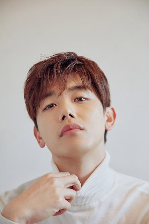 歌手Eric Nam于27日发布单曲《Hold on》