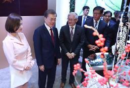 .韩国总统文在寅出席韩中经贸合作交流会.
