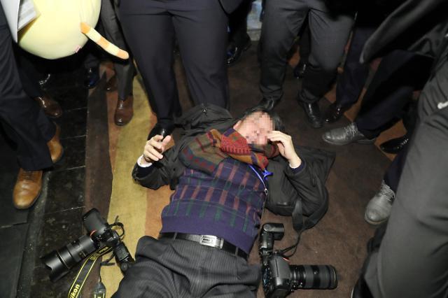 随同文在寅访华的韩国记者与中国警卫发生肢体冲突