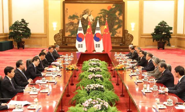韩中首脑在北京人民大会堂举行会谈