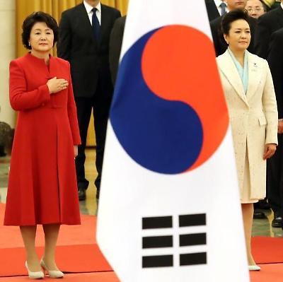 레드 앤 화이트, 퍼스트레이디