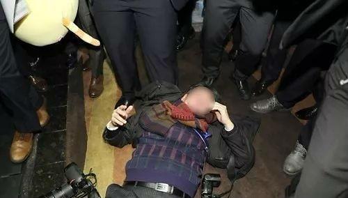 韩国反驳记者被打是韩方责任:人是我雇的,但是中国指挥的!