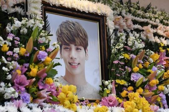 已故SHINee成员钟铉今日出殡 安葬墓地不对外公开