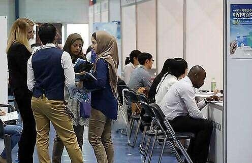 过半在韩就业外国人月薪超过1.2万元