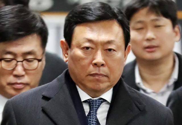 乐天会长辛东彬一审被判处有期徒刑1年8个月 缓刑2年