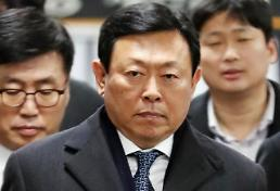 .乐天会长辛东彬一审被判处有期徒刑1年8个月 缓刑2年.