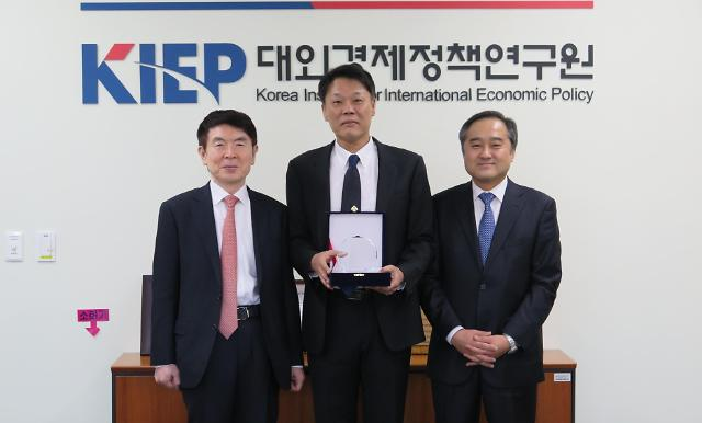 East Asian Economic Review 75