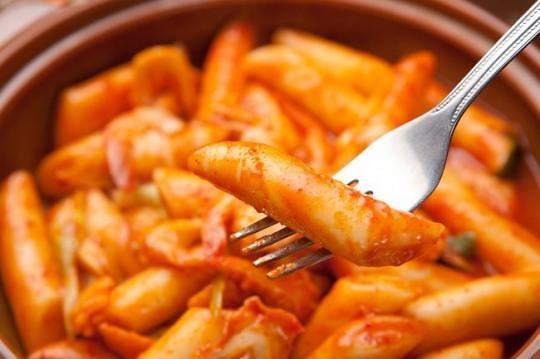 在首尔外国留学生果真钟情于韩餐? 多数表示无法接受