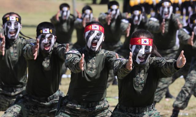 """近四成韩国人""""怕穷不怕打仗"""" 最喜欢的外国领导人是默克尔"""
