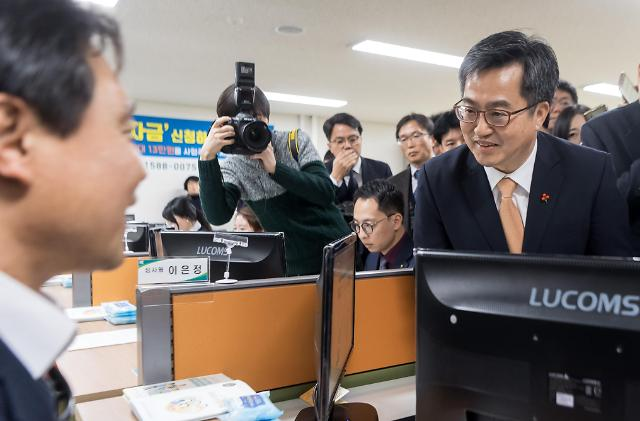 """""""最低时薪7530韩元""""标准开始实施 政府启动""""应急金""""保政策软着陆"""