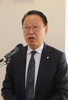 """최흥식 원장 """"금융소비자 권익증진에 최우선""""…혁신 분야 지원 재차 강조"""