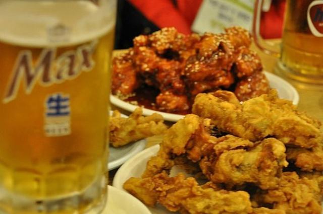 """人均每年炸鸡啤酒吃进2.5万卡!""""爱美""""韩国人变为""""大腹民族"""""""