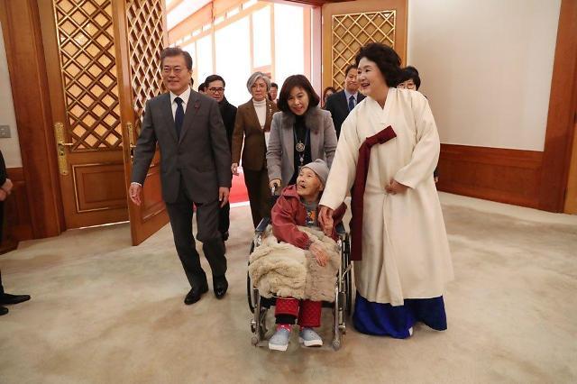 文在寅当面致歉慰安妇受害者 称韩日协议有悖正义与事实