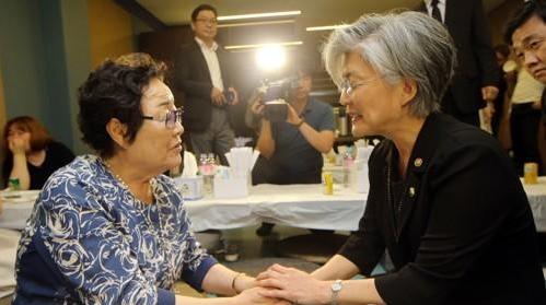 韩政府就慰安妇协议表态前征求受害方意见