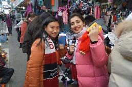 """.外国游客""""迷失""""传统市场 韩政府整改外语牌匾停滞不前."""