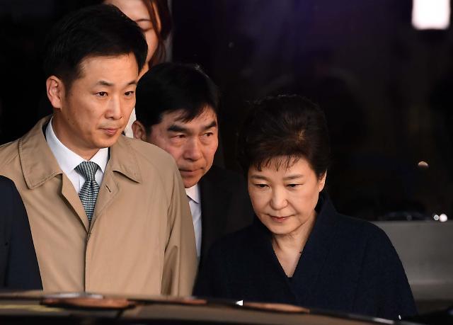 변호사들, 박근혜의 유영하 변호사법·윤리 위반 주장...징계 진정서 제출