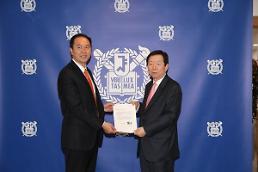 .习近平向首尔国立大学校长发去亲笔书信 .