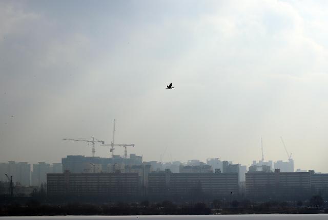 首尔市遭遇雾霾袭击 明日公共机构车辆将限行