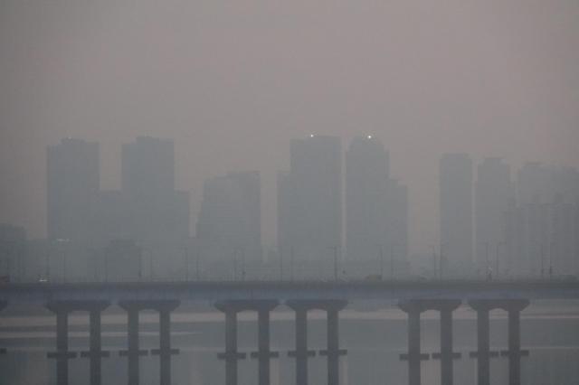 雾霾再袭首尔 车辆限行公共交通免费