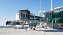 현대로템 제작 '신형 탑승교' 인천공항 제2여객터미널서 운용