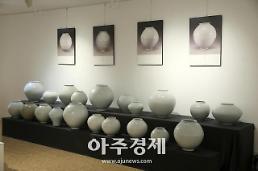 유홍준 교수, 조선백자 100여 점 내놓는다