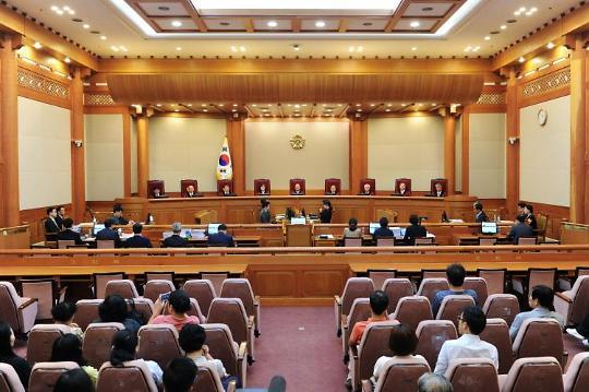 [법과 정치] 통진당 주도세력 잘못 지목한 헌법재판관 상대 손배소...원고 패소