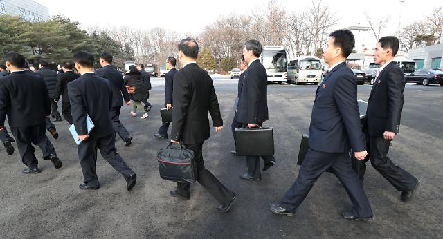 Two Koreas hold talks on N. Korean Olympic delegation