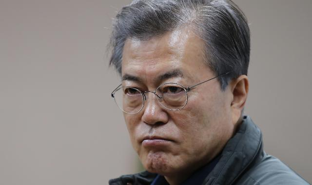 President Moon voices anger at defiant remarks by his predecessor