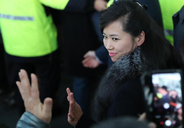 朝鲜艺术团先遣队抵达韩国江陵