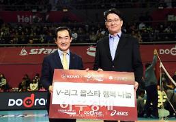 〔포토〕 한국배구연맹 총재 후원증서 받는 안병용 의정부시장