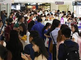 .货都被中国代购买走了 韩国免税店上月外国人销售额再刷纪录 .