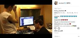.​SHINees Key unveils video showing late Jonghyun in studio.