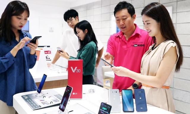 三星LG下月推新机型齐发力 与iPhone X展开对决