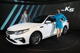 .Kia unveils upgraded version of midsize sedan K5.
