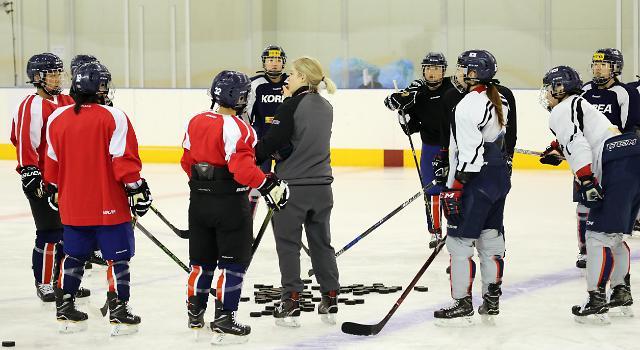 韩朝女子冰球联队今进行首次合训