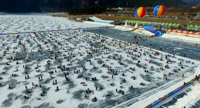 第18届麟蹄冰鱼节开幕 冰上钓鱼人气旺