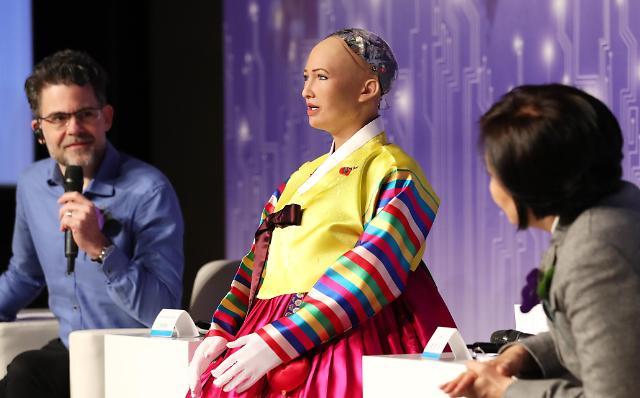 全球首个取得公民权的机器人访韩 身着韩服亮相