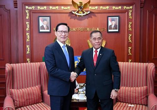 韩防长访印尼商议合造战机潜艇
