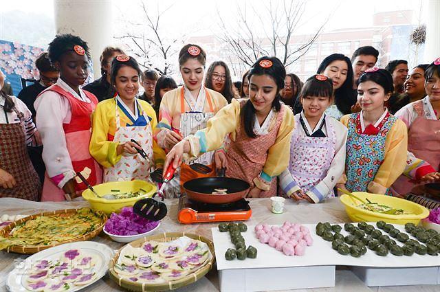 去年在韩外国留学生增幅创新高 中国学生6.8万人最多