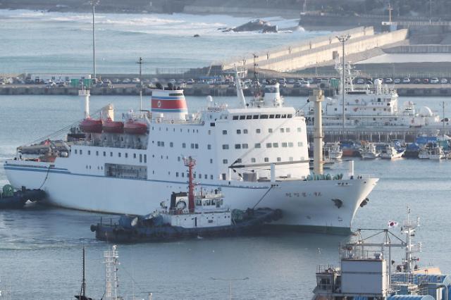 朝鲜艺术团乘船抵韩