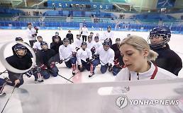 .韩朝女子冰球联队10日首战瑞士队.