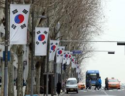 .[OLY] N. Korean female hockey player to carry joint flag: Yonhap.
