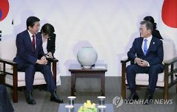 .文在寅会见日本首相安倍晋三 呼吁日方正视历史.