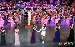 .​Seohyun captures audience with emotional performance with N. Koreans.