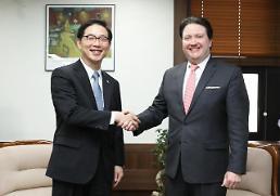 .韩统一副部长会见美中大使介绍朝鲜高官团访韩情况.